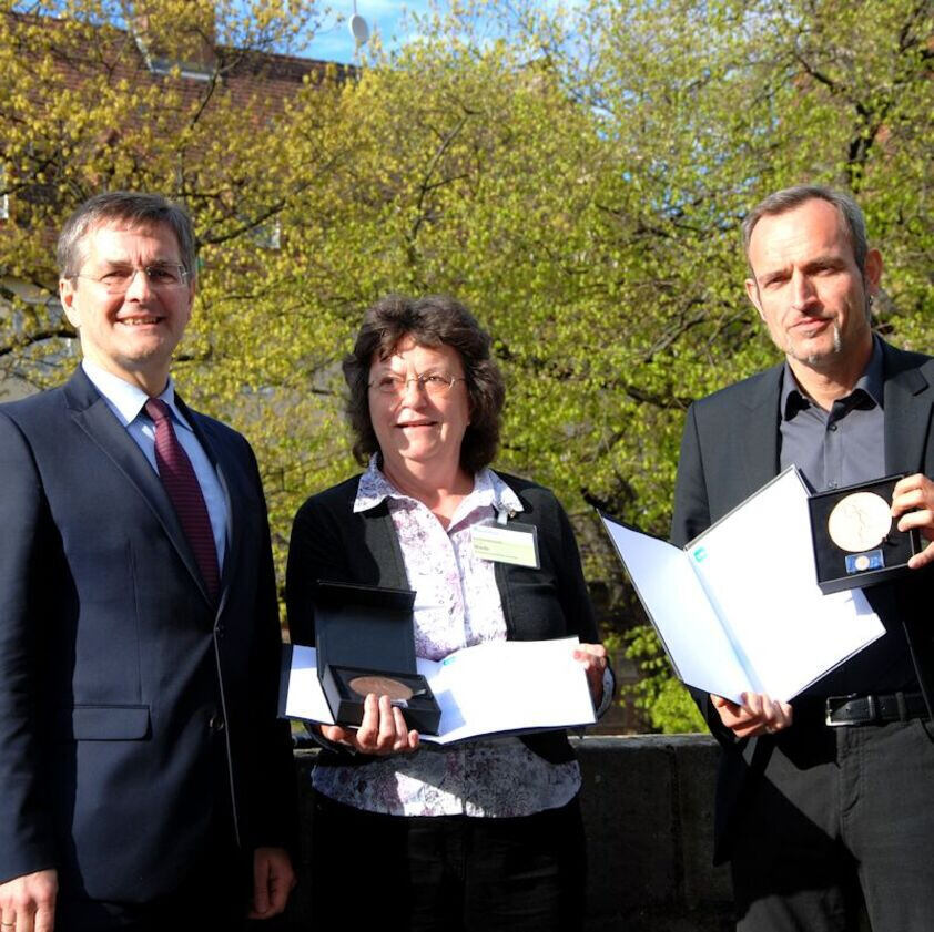 Prof. Quicker receives an award from VDI